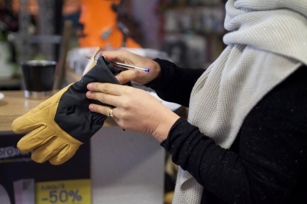 raphaelle teste les gants black diamond pour l'hiver prochain