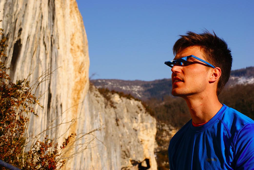 porter des lunettes a prisme pour l assurage en escalade credit photo y et y vertical