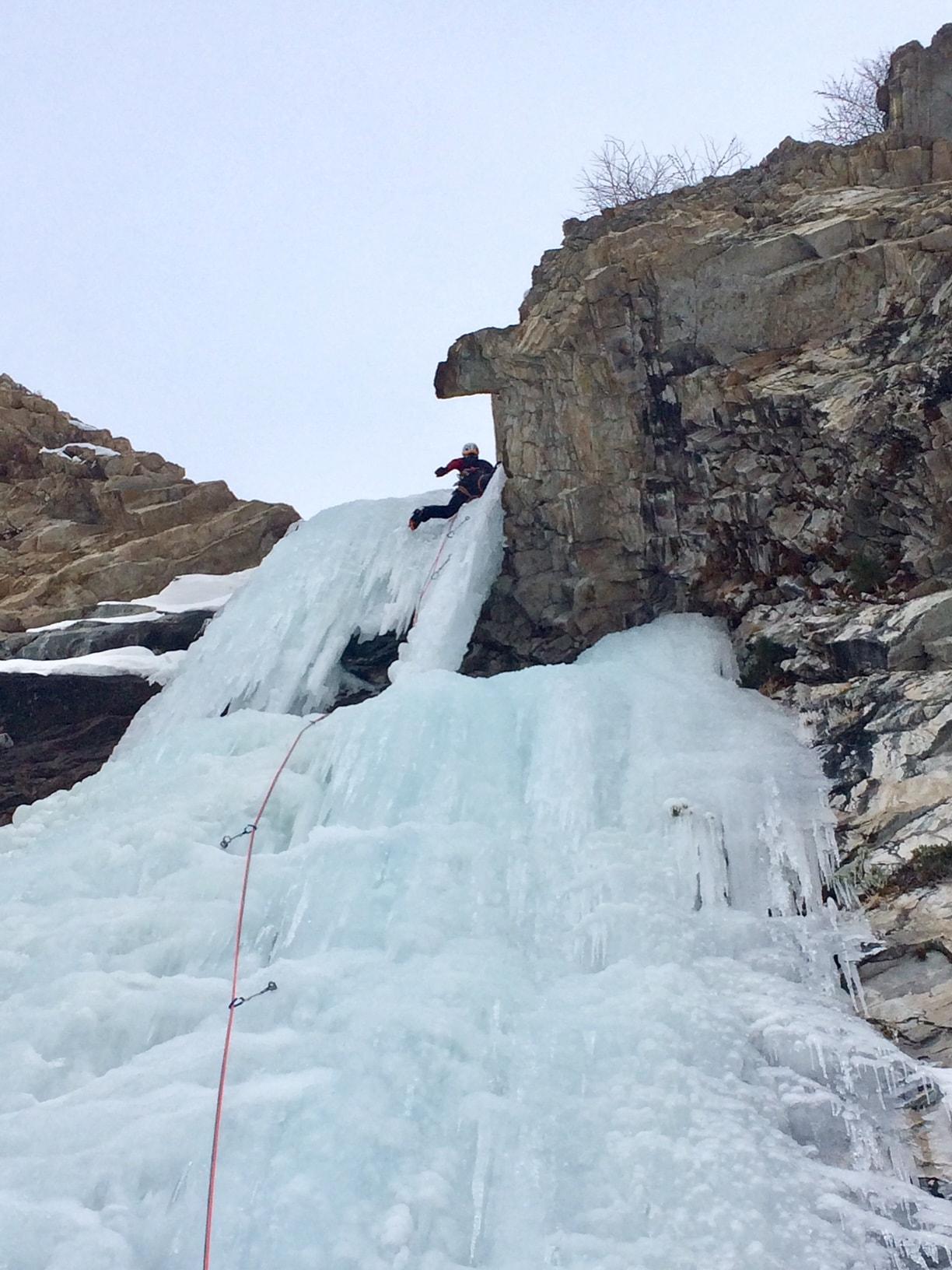 test du piolet ergonomic en cascade de glace